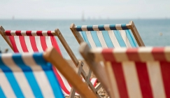 NOTW - Deckchairs made wider due to rising obesity