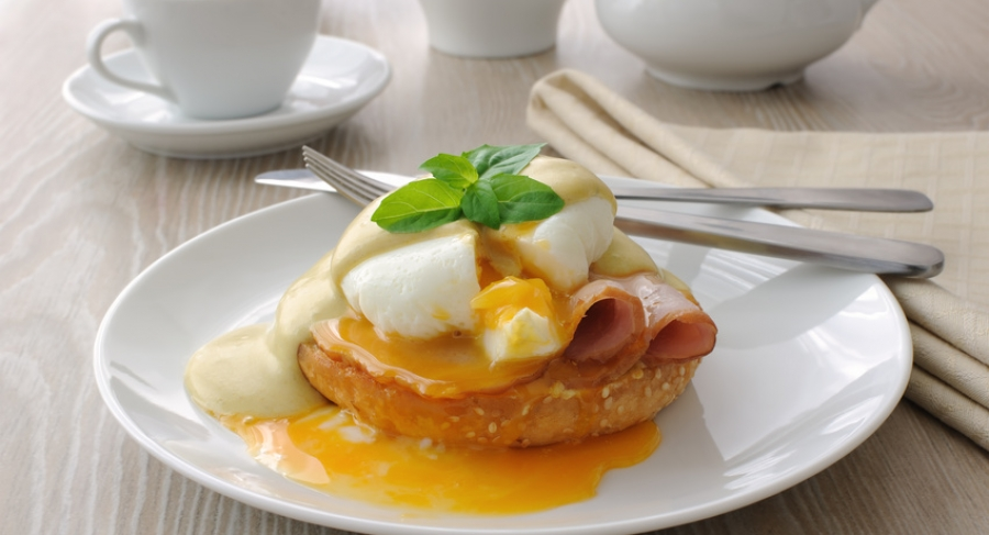 How to prepare Eggs Benedict?