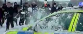Snowball attack on police patrol car! Video!