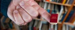 That's a pocket dictionary! - World's smallest dictionary needs magnifying glasses to read